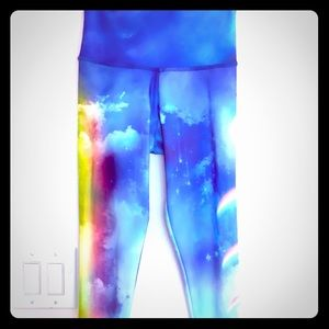🌈NWT☁️Onzie Rainbows & Clouds Capri Leggings